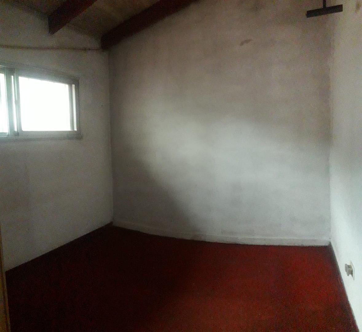 3 ambientes c/ patio sin expensas, a mts av. h.yrigoyen