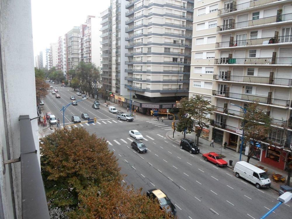 3 ambientes c/dependencia y balcón a la calle