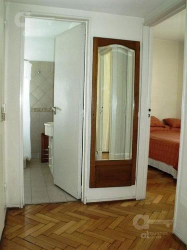 3 ambientes. con balcón. luminoso! alquiler temporario en el centro.