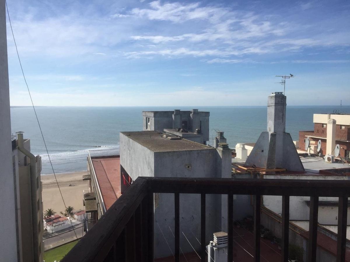 3 ambientes con cochera y vista parcial al mar