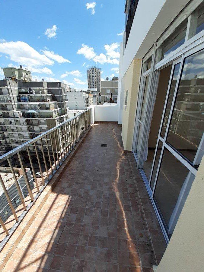 3 ambientes ext. con balcón terraza