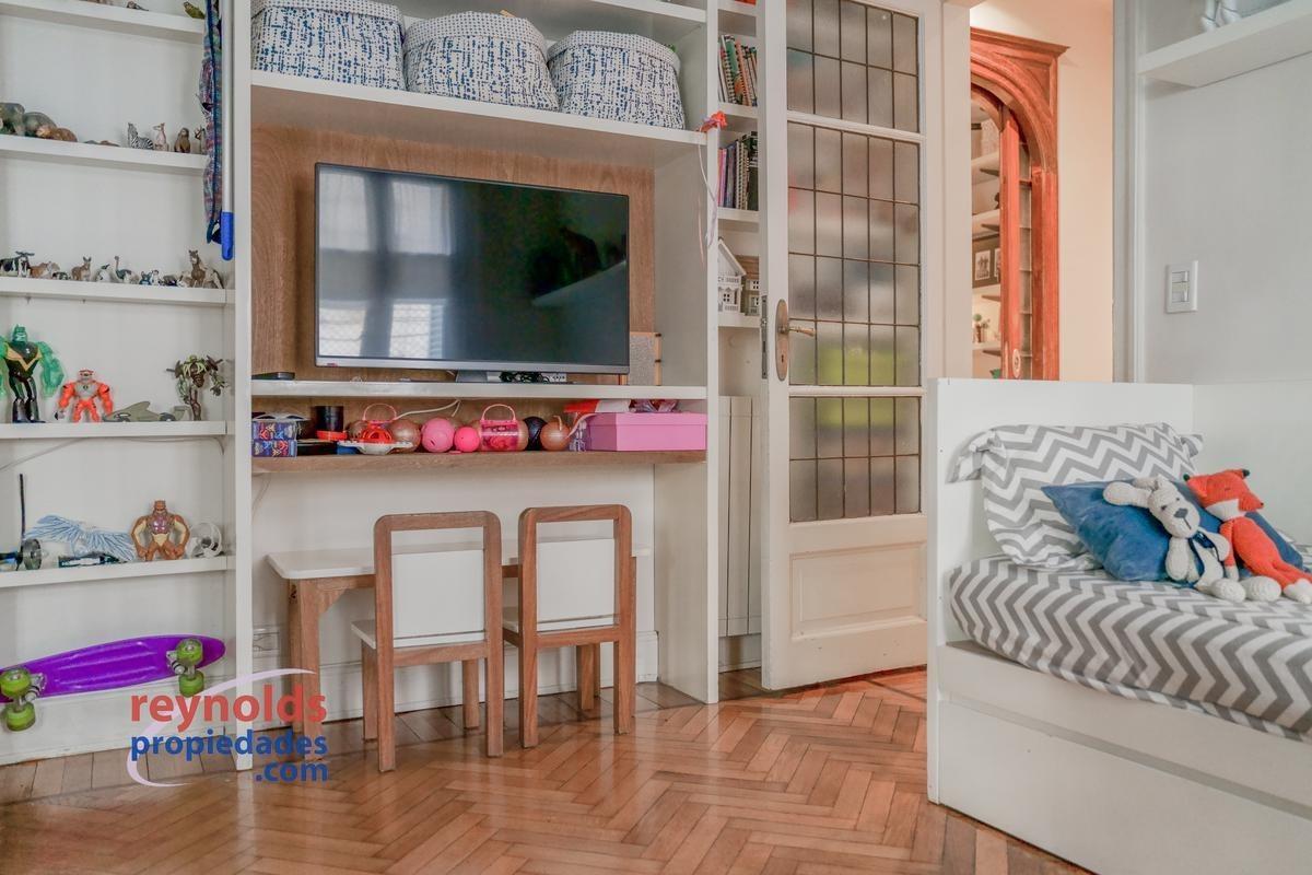 ¡3 ambientes reciclado a nuevo con muy buen gusto, 110 m2 cubiertos, 5m2 de patio y bajísimas expensas! usd 3538/m2