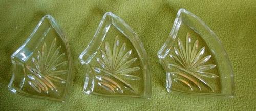 3 antiguas bandejitas  de vidrio trabajado