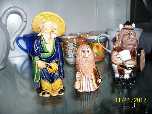 3 antiguas figuras en porcelana pintadas a mano y esmaltadas