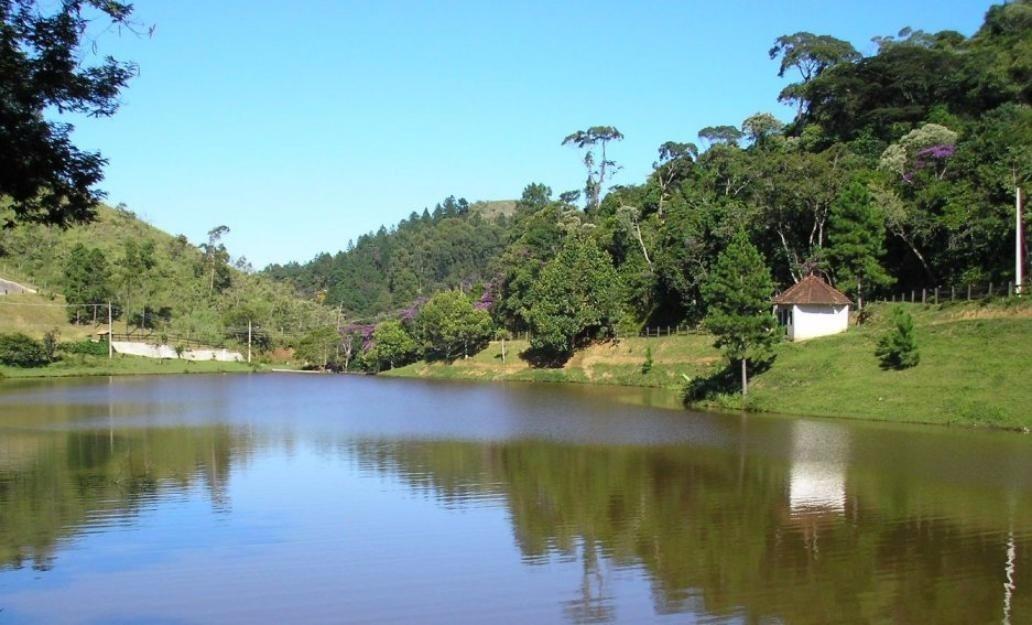 3 casas à beira da lagoa das lontras m pereira 300 entrada