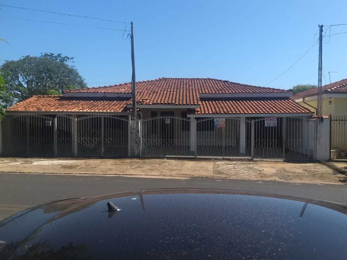 3 casas individuais . no município de ibira. sp