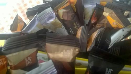 3 cestinhas contendo 40 barrinhas de chocolate cacau show