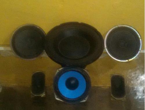 3 cornetas de 6 pulgadas mas un bajo de 10 pulgadas  y mas