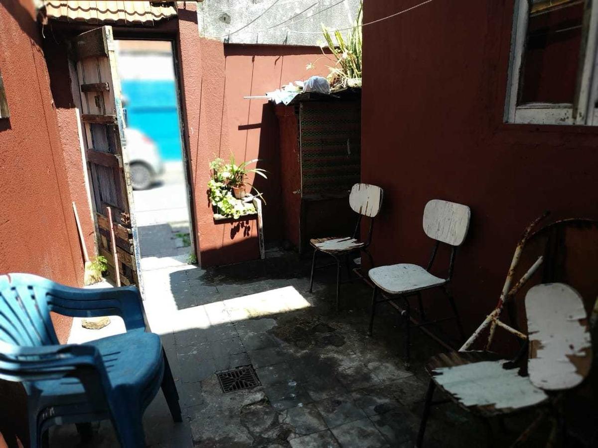 3 deptos t/ casa en block con patio, pje superí 1700