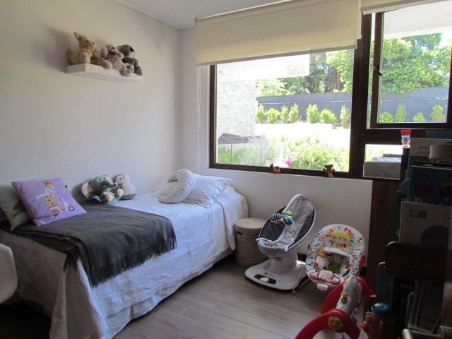 3 dormitorios, 3 baños, dos terrazas con patio propio