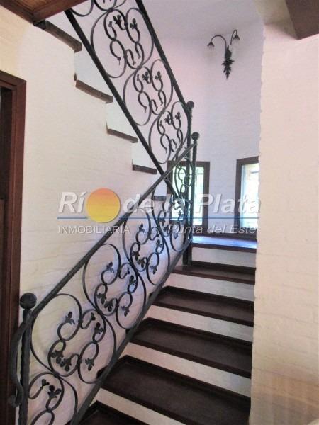 3 dormitorios, hermosa propiedad en rincón del indio.- ref: 12375