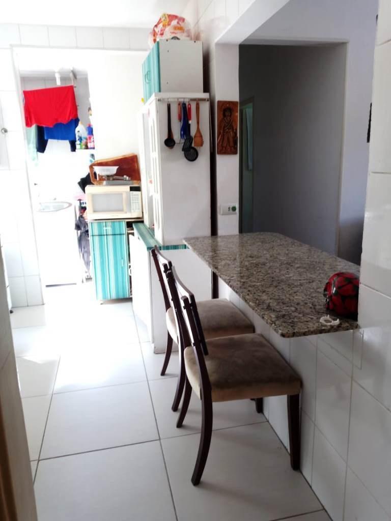 3 dormitórios, piso laminado, 1 wc social. bete 82466