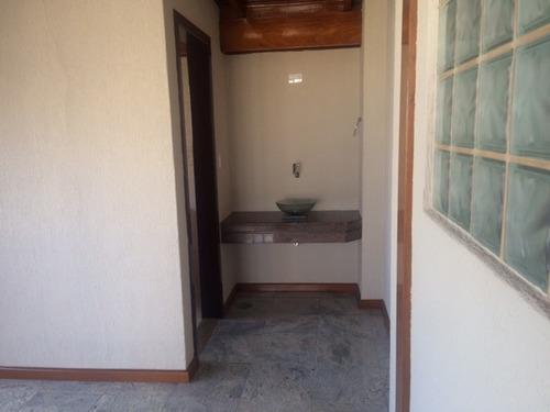 3 dormitórios sendo 01 suite repleto de armários,