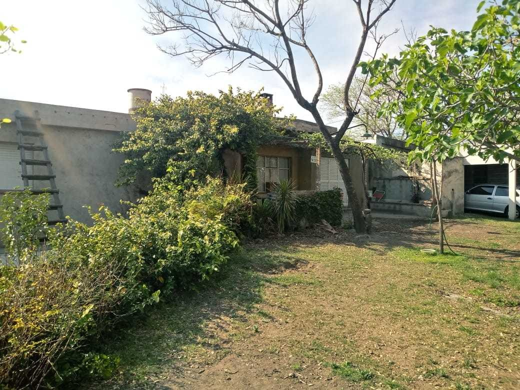 3 dptos y casa en lote de 1113 m2 -la calera - bº stoecklin