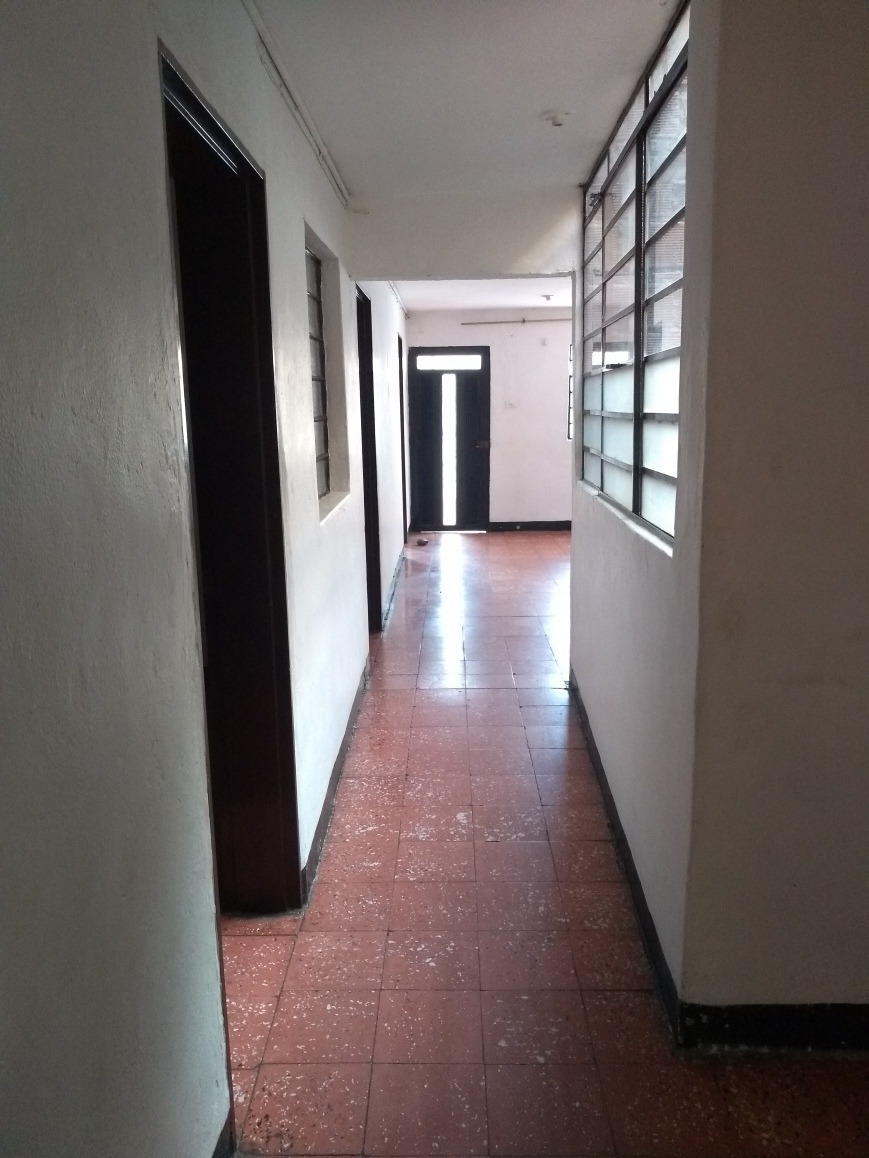 3 habitaciónes, 1 baño, cocina integral, balcón, sala, comed