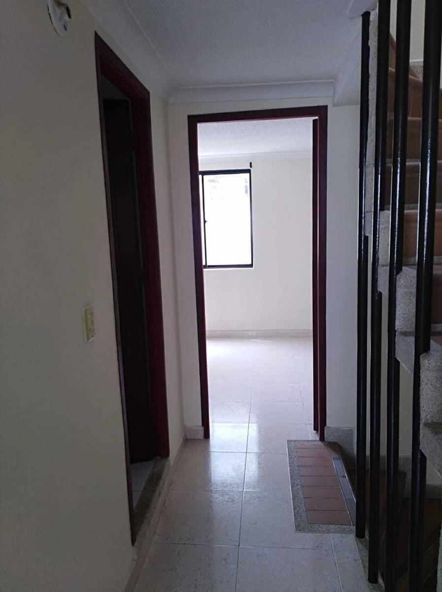3 habitaciones,  2 1/2 baños,  estudio