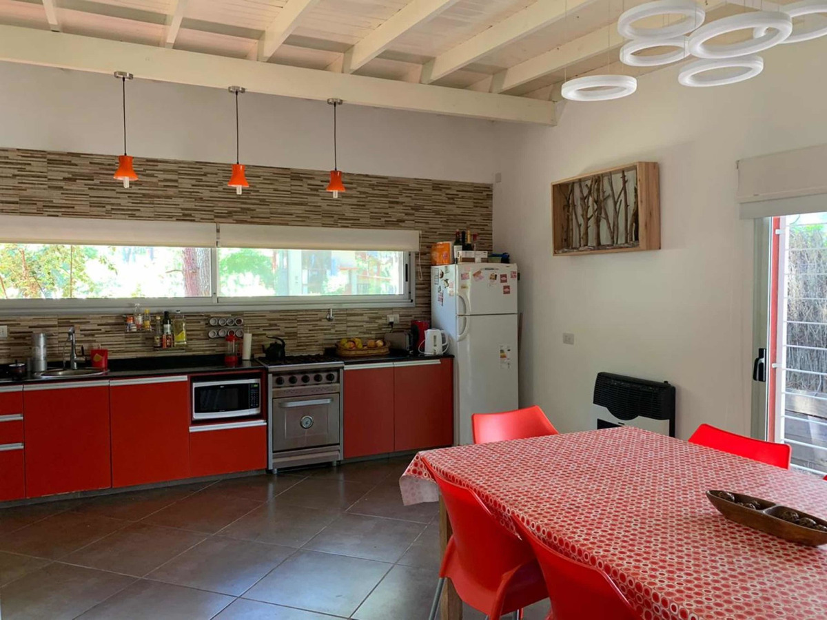 3 habitaciones, 2 baños, living- comedor, cocina