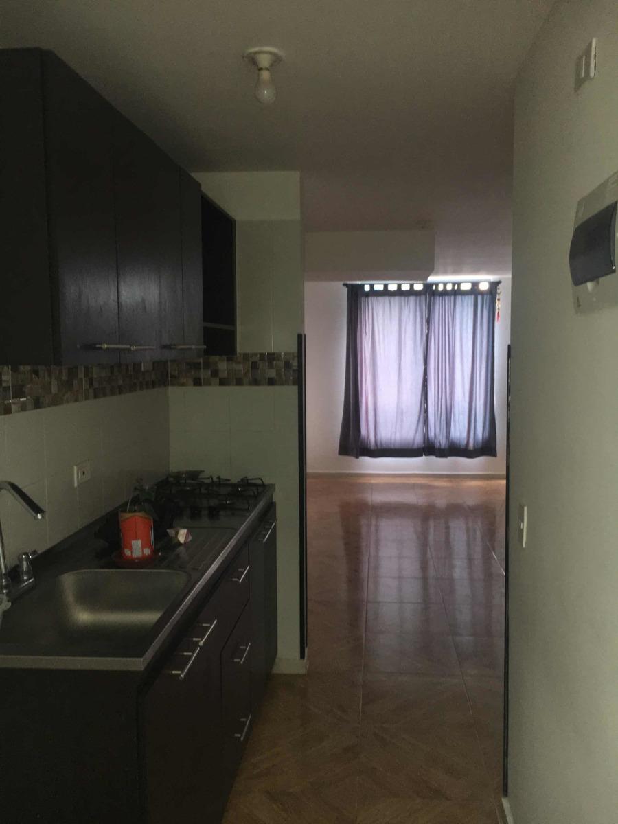 3 habitaciones, 2 baños, sala comedor, cocina, patio de ropa