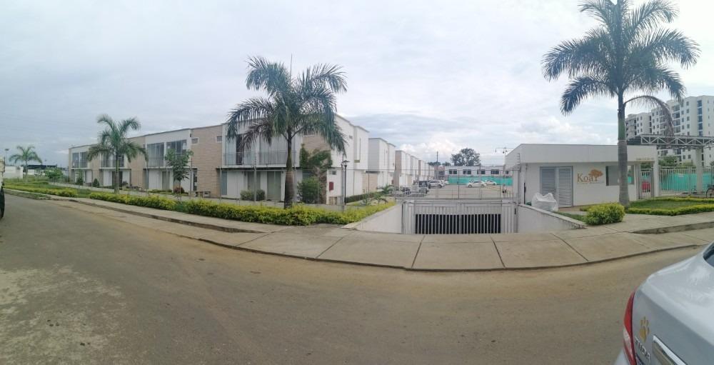 3 habitaciones, 3 baños, patio, 2 parqueaderos