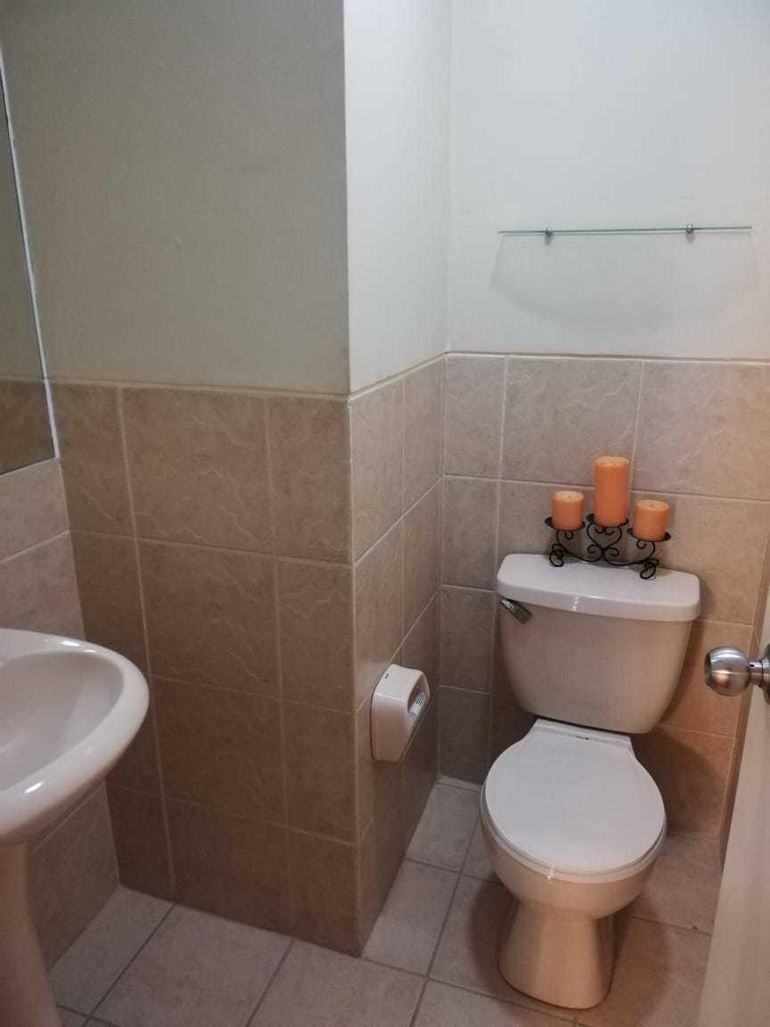 3 habitaciones, 4 baños, cocina, lavandería, cochera, terraz