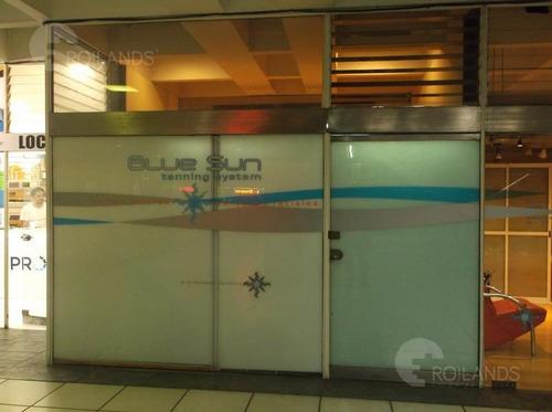 3 locales unificados-gran vidriera-53m2-galeria jardin  53m2 totales