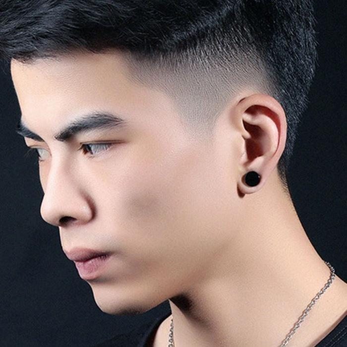 Piercing en la oreja hombre modelos
