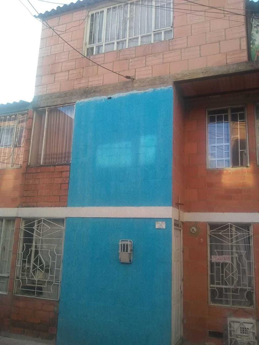 3 pisos, 3 apartamentos, 4 alcobas, 3 baños, 3 cocinas