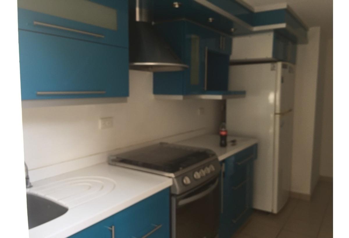 3 recámaras, 3 baños completos, sala de tv, cocina integral