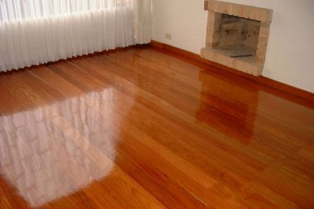 30 a os de experiencia lavado limpieza muebles alfombras for Loseta vinilica tipo madera