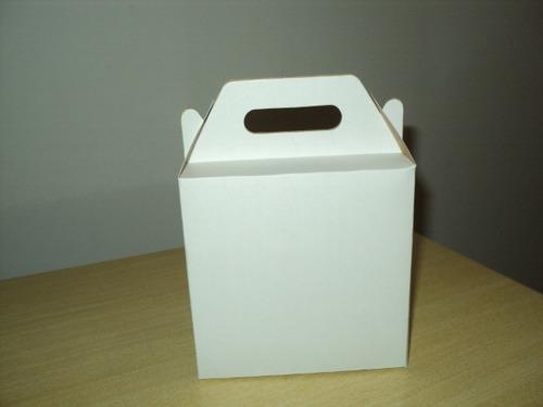 30 caixas de papel branco e kraft