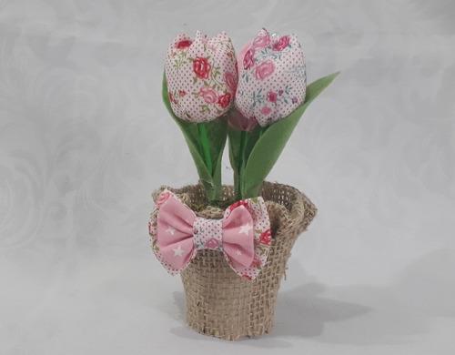 30 vasinho com 3 tulipas em tecido com juta - lembrancinha