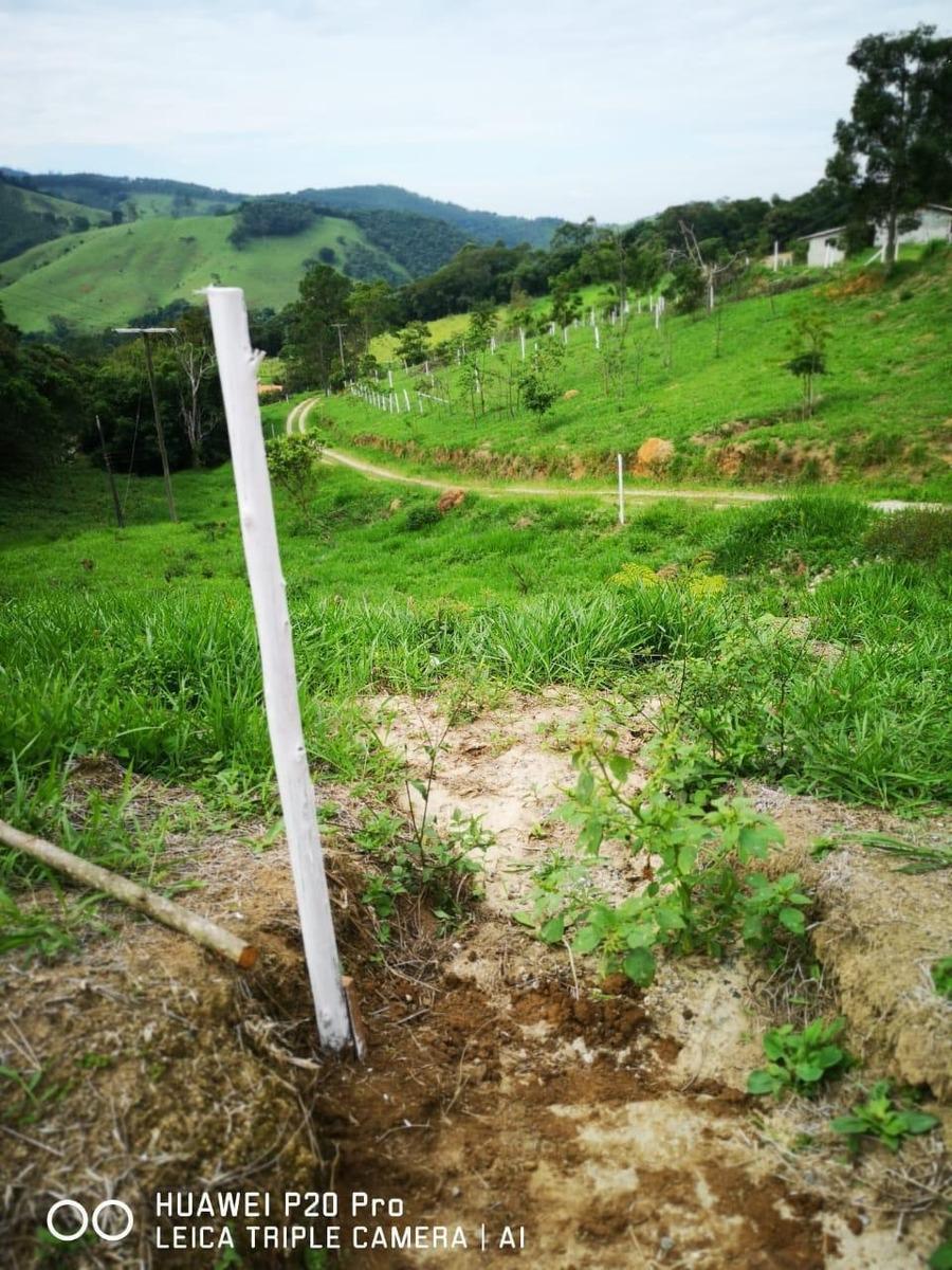 32: terreno para construção de sítios