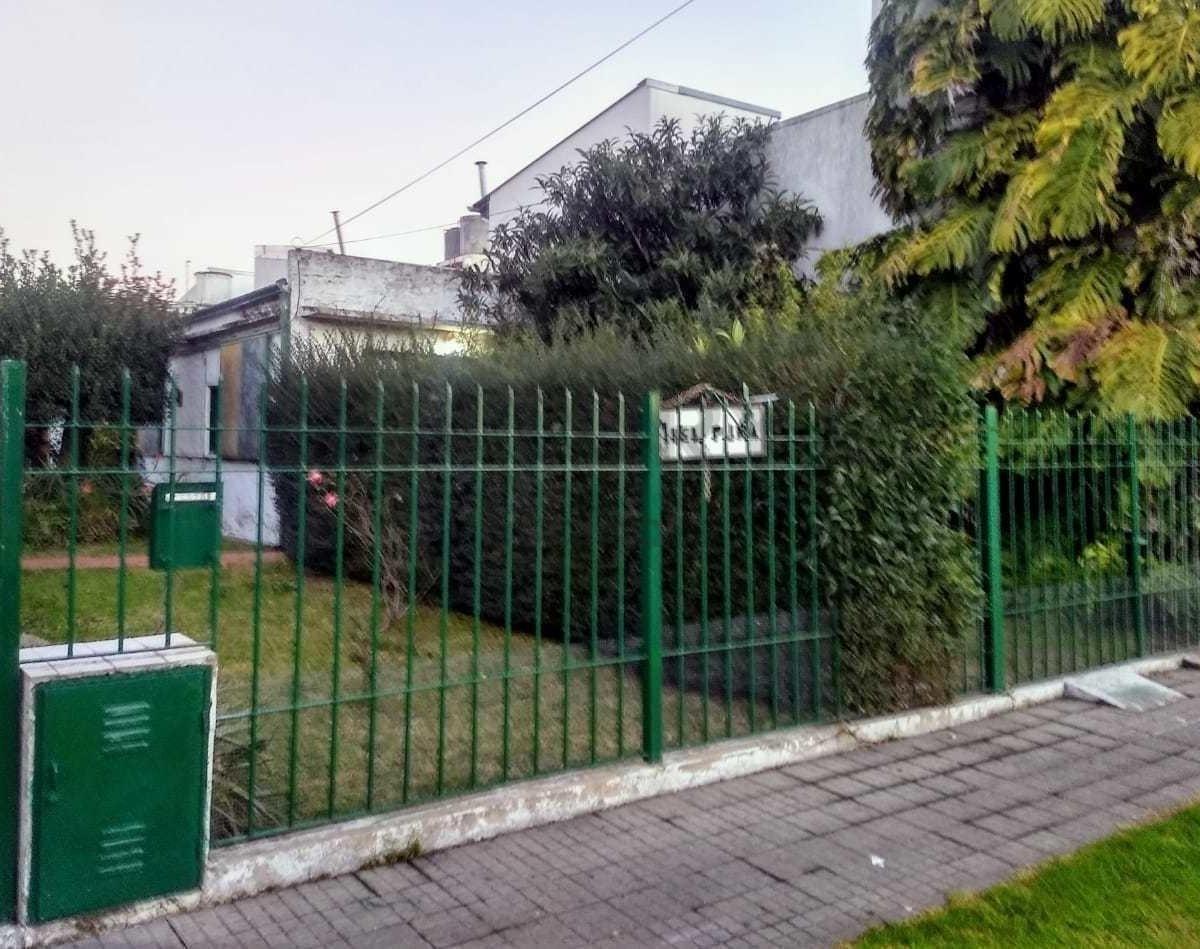 33 e/ 23 y 24 - vende casa a reciclar en la loma