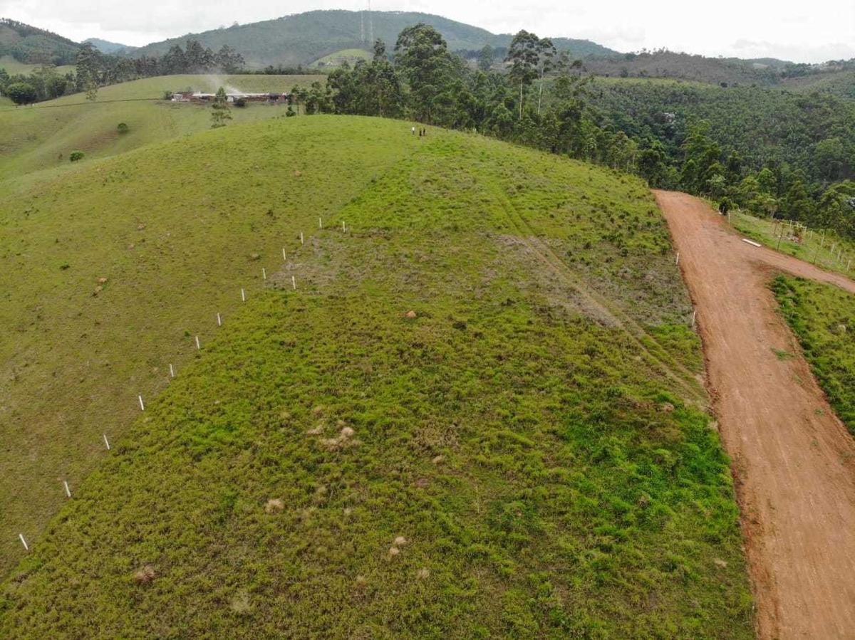33- terreno perto de trilhas