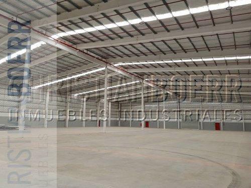 3.480m a estrenar dentro del centro industrial pilarica -