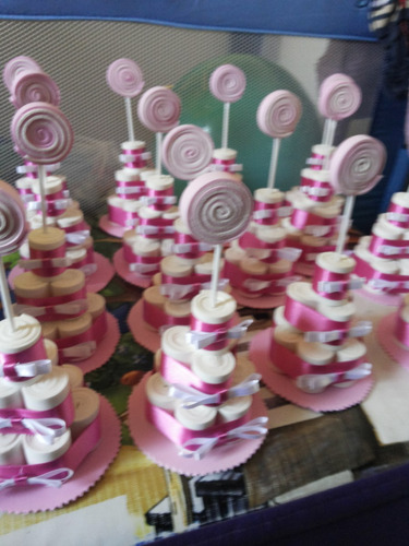 35 lembrancinhas mini bolo de fralda em eva