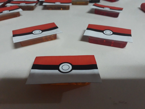 35 sorpresitas personalizadas pokemon + 35 golosina