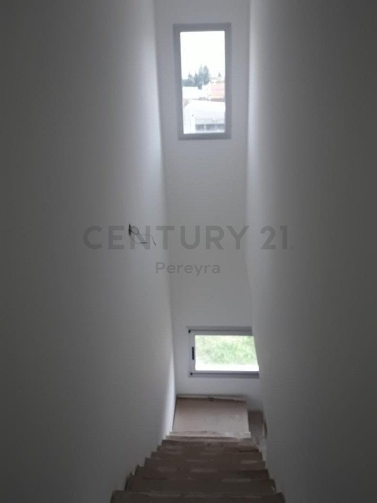 36 entre 140 y 141. dúplex a estrenar de 2 dormitorios, san carlos.-