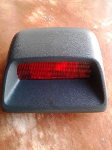 3er stop ford laser 97 (usado)