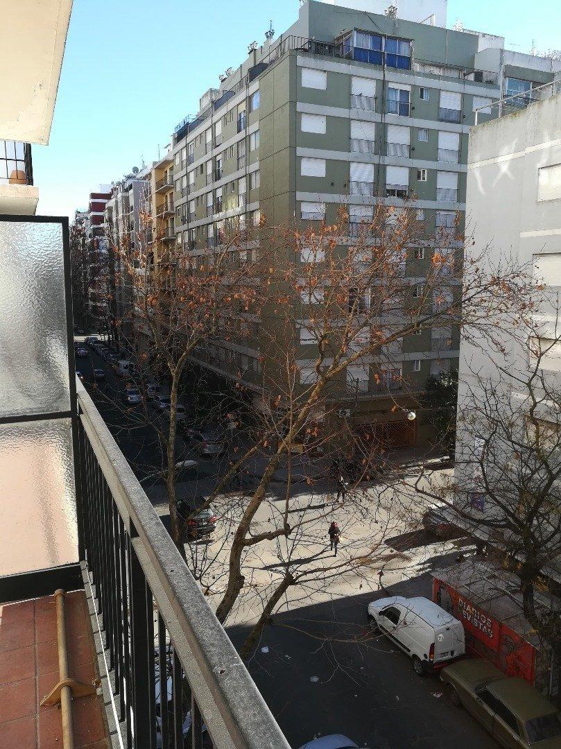 4 ambientes con balcón a la calle