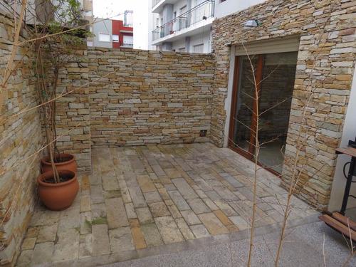 4 ambientes con gran patio. a nuevo.  plaza mitre