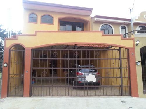 4 cuartos grandes, el principal con baño, balcón y walking c