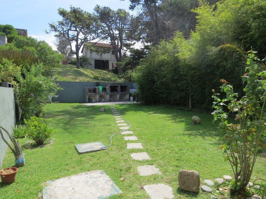 4 departamentos en pinamar/mar de ostende-4 unidades 2 ambientes amplios+jardin con parrilla-cloacas-a 150 mts del mar
