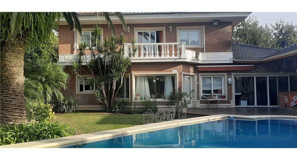 4 dorm +1300 m2 + jacuzzi y piscina clim + 4 baños