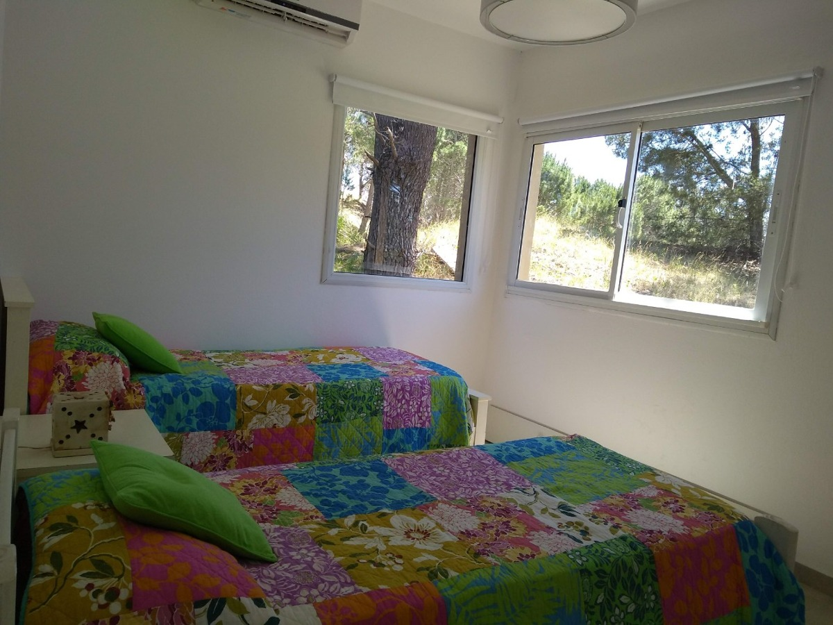 4 dormitorios, 2 baños. ideal dos familias. para 8 personas