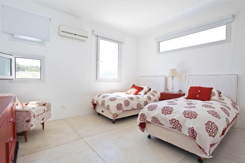 4 dormitorios | a 1 cuadra de ruta 10