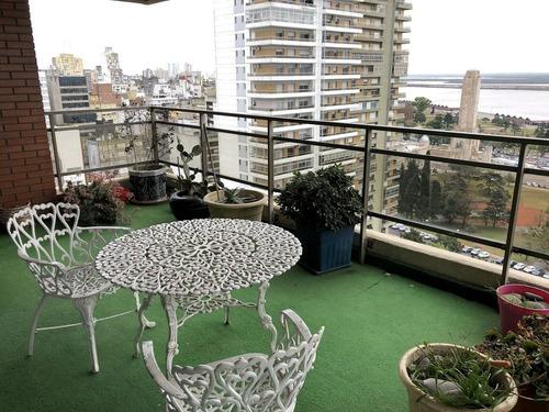 4 dormitorios con balcón terraza y vista al rio