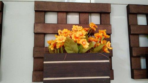 4 floreiras com grade mais flores artificiais