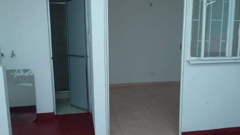 4 habitaciones, 2 baños, sala, comedor, patio, garage