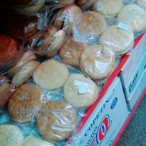 4 hamburguesas gigantes  + pan